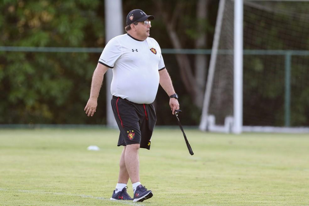Guto Ferreira dá treino no Sport com foco no CSA — Foto: Marlon Costa/ Pernambuco Press