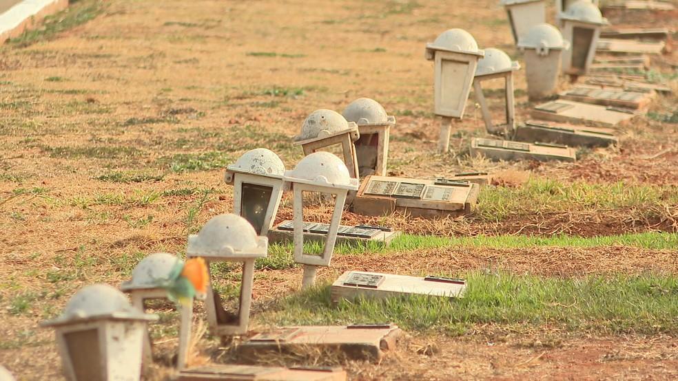 Cemitério no DF em imagem de arquivo — Foto: TV Globo /Reprodução
