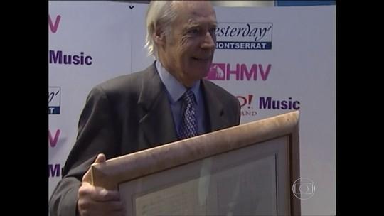 George Martin, produtor dos Beatles, morre aos 90 anos