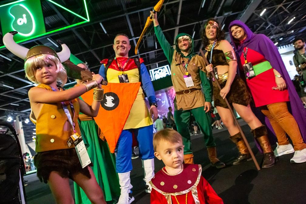 Família faz cosplay de 'Caverna do Dragão' na CCXP 2018, inclundo Mestrinho dos Magos — Foto: Fabio Tito / G1