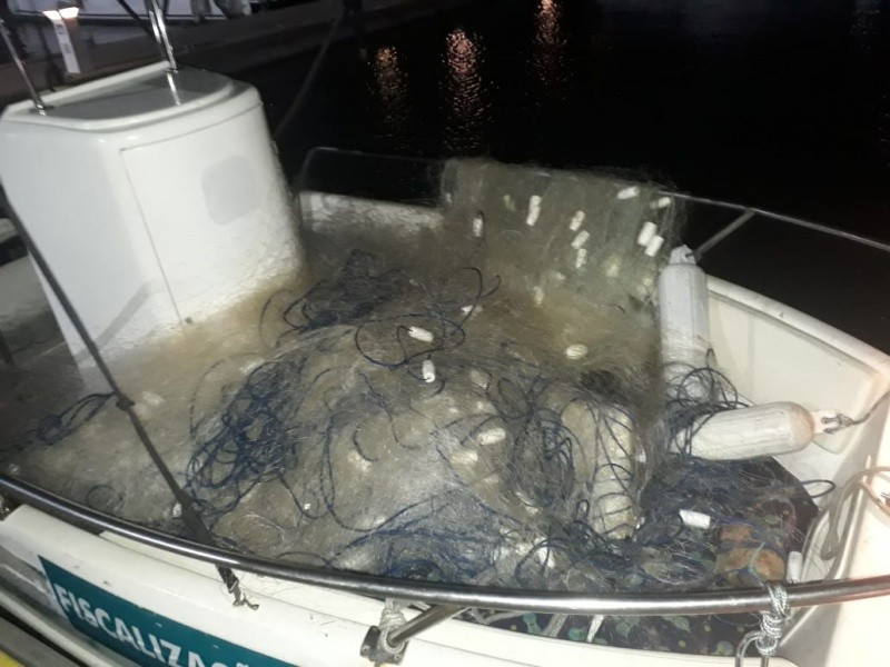 Dois quilômetros de rede de pesca irregular são retirados da baía de Vitória