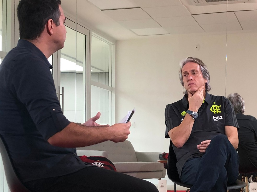Jesus deu declaração sobre técnicos brasileiros durante entrevista semana passada — Foto: Ivan Raupp