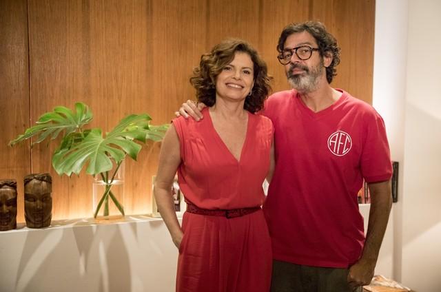 Bruno Mazzeo e Debora Bloch em 'Diário de um confinado' (Foto: Globo/João Cotta)