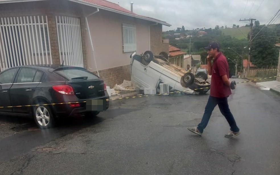 Adolescentes são atingidos por carro em Pouso Alegre — Foto: Reprodução / Redes Sociais