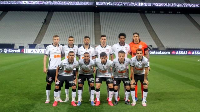 A escalação do Corinthians que começou a partida