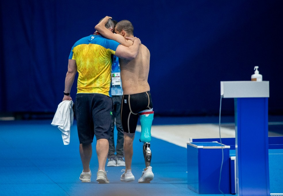 Daniel Dias sai emocionado da piscina  — Foto: ALE CABRAL/CPB