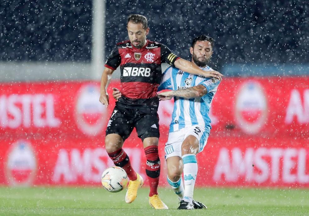 Everton Ribeiro teve noite discreta no Cilindro — Foto: Reuters