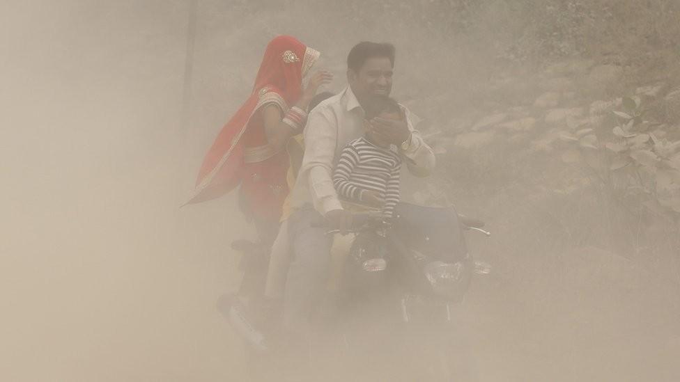 Quatorze cidades da Índia estão entre as 20 mais poluídas do mundo, segundo a OMS (Organização Mundial da Saúde) (Foto: EPA via BBC)