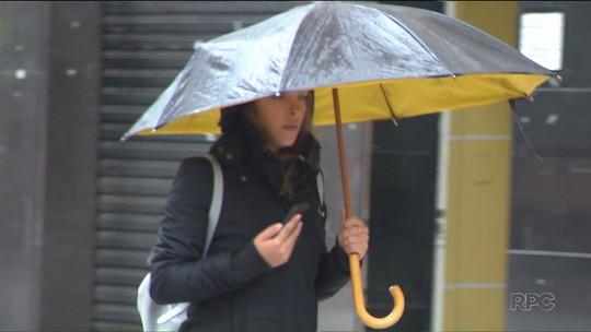 Dias têm sido frios e chuvosos no verão de Curitiba; veja a previsão do tempo