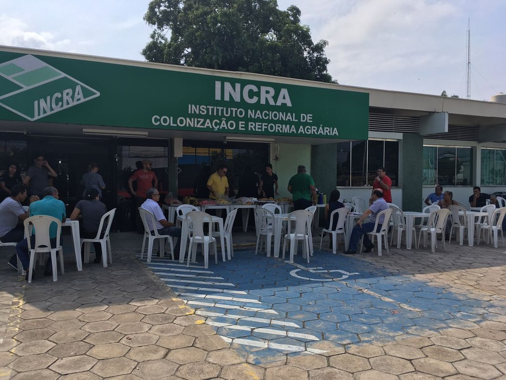 Mobilização realizada em frente ao Incra em Manaus (Foto: Ariane Alcântara/G1 AM)