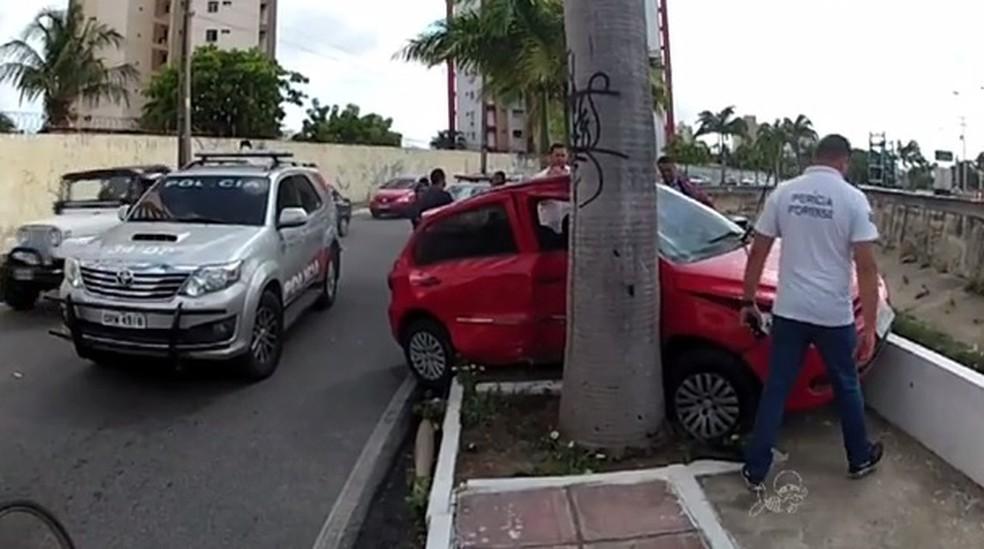 Tony Italo foi assassinado a tiros e em seguida colidiu veículo em Fortaleza (Foto: TV Verdes Mares/Reprodução)