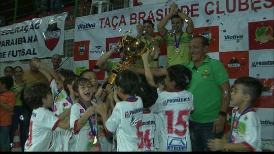 Imagens da conquista: o COPM comemora o título da Taça Brasil de Futsal Sub-7