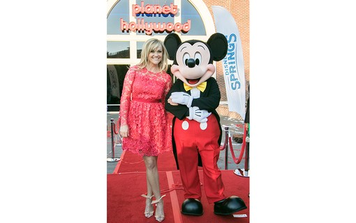 Reese Witherspoon com o Mickey Mouse