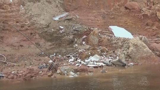 Deslizamento de terra destrói sepulturas no cemitério de Anamã, no AM