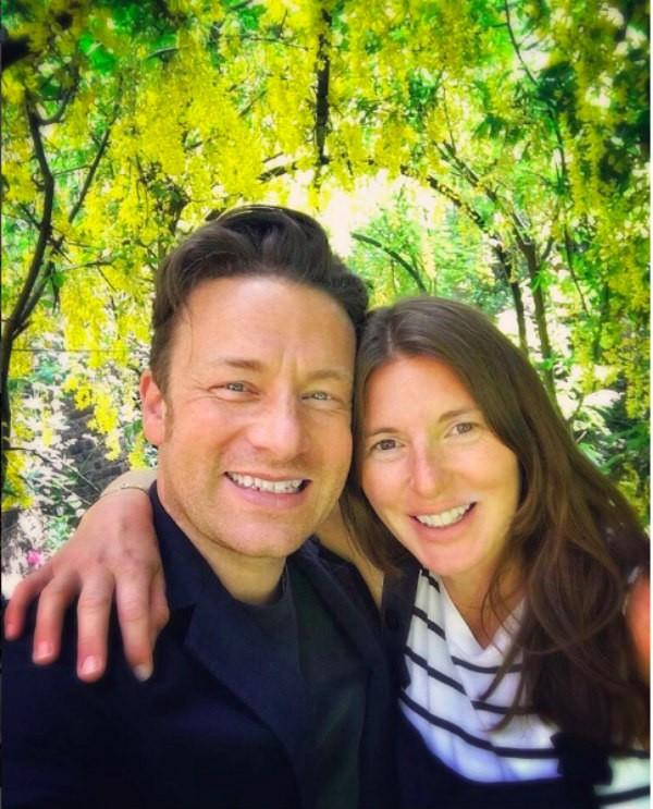O apresentador Jamie Oliver e sua esposa, Juliette Norton (Foto: Instagram)