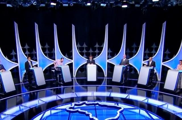 Presidenciáveis participam de debate no SBT (Foto: Reprodução)