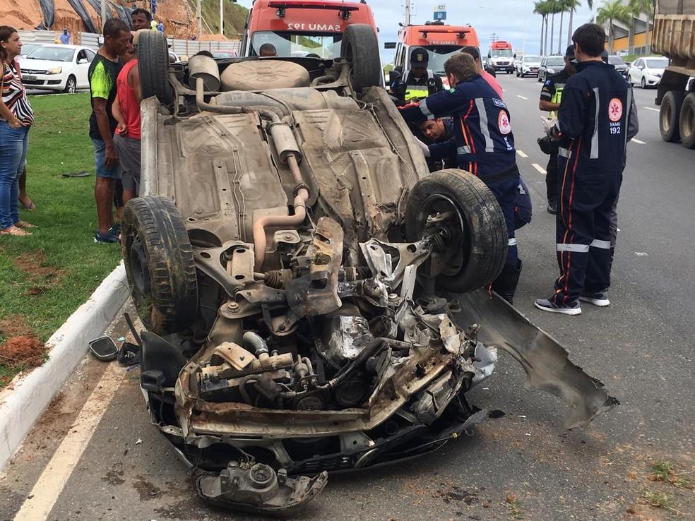 Motorista ficou ferido no acidente — Foto: Phael Fernandes/G1 Bahia