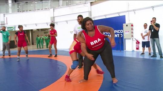 Que touch foi esse?! Jojo Todynho volta às origens e vive dia de wrestler no Rio