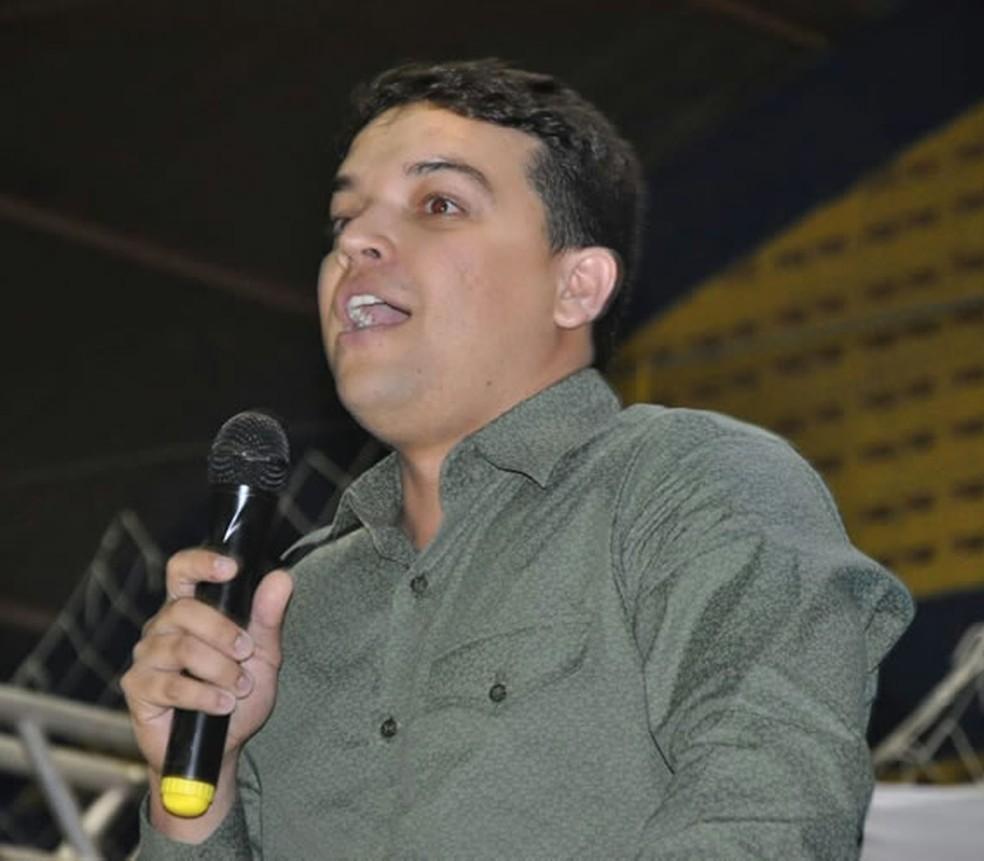 Pedro Henrique, de 27 anos, cumpre mandato de 2 anos como prefeito de Santana do CAriri (Foto: Divulgação)