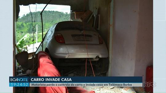 Carro invade casa e 'atravessa' três paredes, em Telêmaco Borba