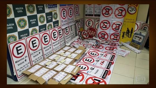 Sindicato põe placas falsas para cobrar estacionamento no Rio