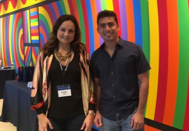 Thairo Arruda (MBA 2019) e eu, em um dos espaços de convivência da escola (Foto: Arquivo pessoal/Fernanda Lopes de Macedo Thees)