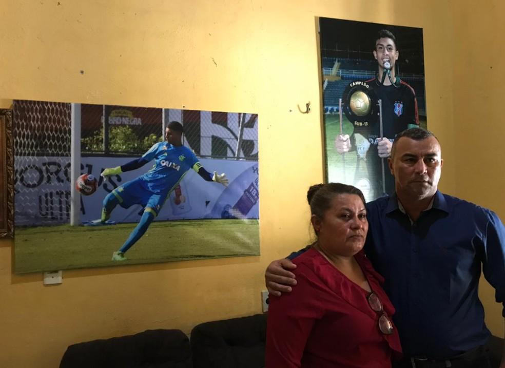 Pai e mãe do goleiro vão viajar para o Rio de Janeiro para acompanhar a recuperação do filho. — Foto: Aline Oliveira/TV Verdes Mares