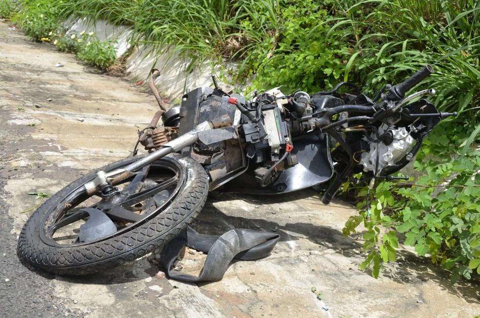 Motociclista morreu ao colidir com carro na BR-343 — Foto: Portal 121