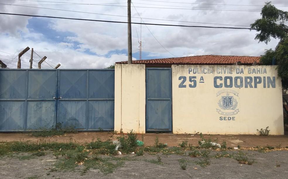 Mandado de prisão foi cumprido por agentes da delegacia de Euclides da Cunha — Foto: Alan Oliveira/ G1