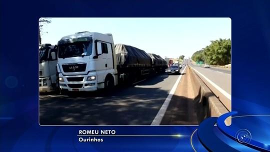 Caminhoneiros protestam contra reforma da previdência e preço dos combustíveis em Ourinhos