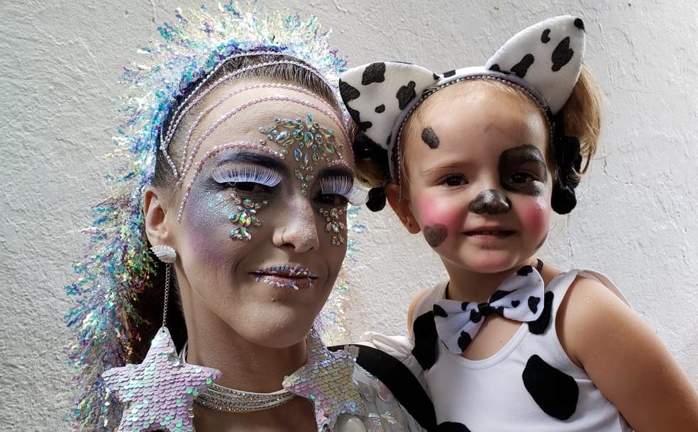 Ade Scalco com a filha Nina no Mama na Vaca — Foto: Raquel Freitas/G1