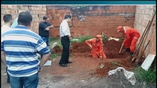 Corpo é encontrado enterrado em quintal de casa em Uberaba