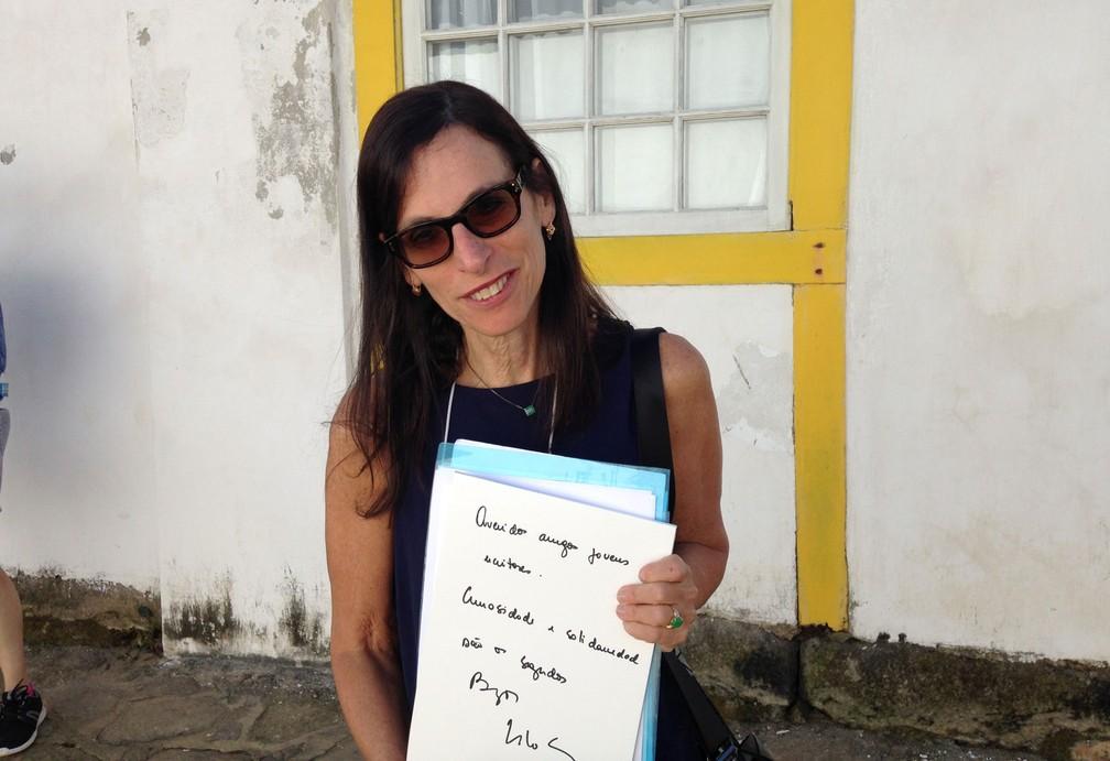 A historiadora e escritora Lilia Schwarcz, autora da biografia 'Lima Barreto: Triste visionário', dá a dica: ''Queridos amigos jovens escritores, curiosidade e solidariedade são os segredos' (Foto: Luís Filipe Pereira/G1)