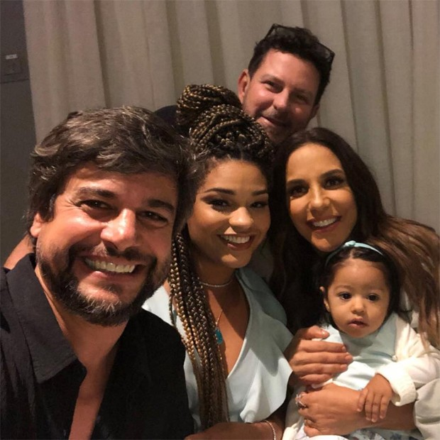 Ivete Sangalo com Juliana Alves, Yolanda e Ernani Nunes (Foto: Reprodução/Instagram)