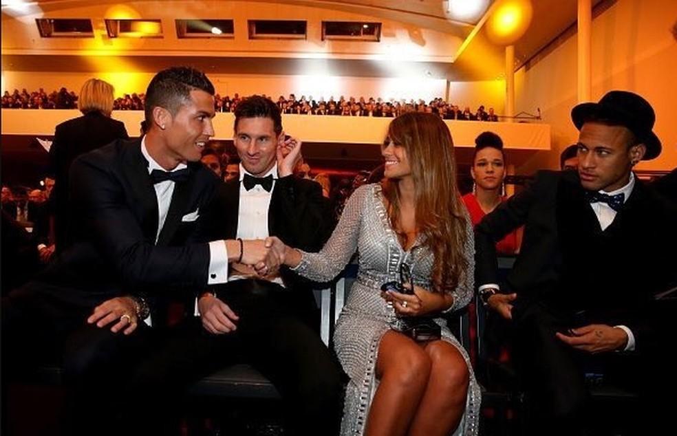 Neymar disputou com Cristiano Ronaldo e Messi pelo prêmio de 2015, ocasião em que o argentino levou a melhor (Foto: Reprodução)