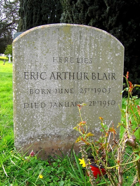 Túmulo de George Orwell (Foto: Brian Robert Marshall / Grave of Eric Arthur Blair (George Orwell), All Saints, Sutton Courtenay)