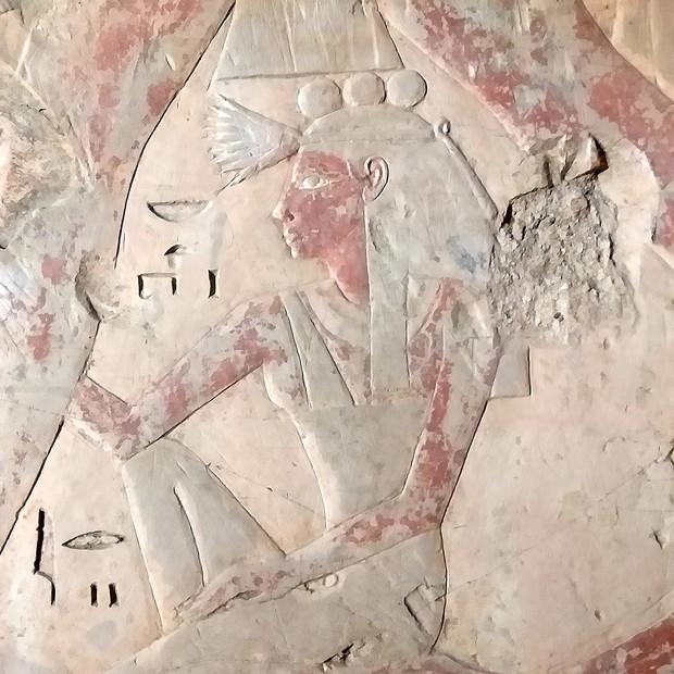 Imagem de Henutiri, a esposa de Amenemhet, desenhada dentro da tumba (Foto: Divulgação)