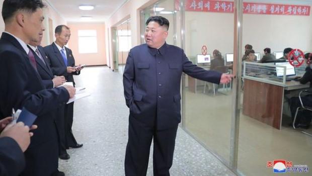 """Kim anunciou uma """"virada revolucionária"""" em ciência e tecnologia (Foto: KCNA via BBC)"""