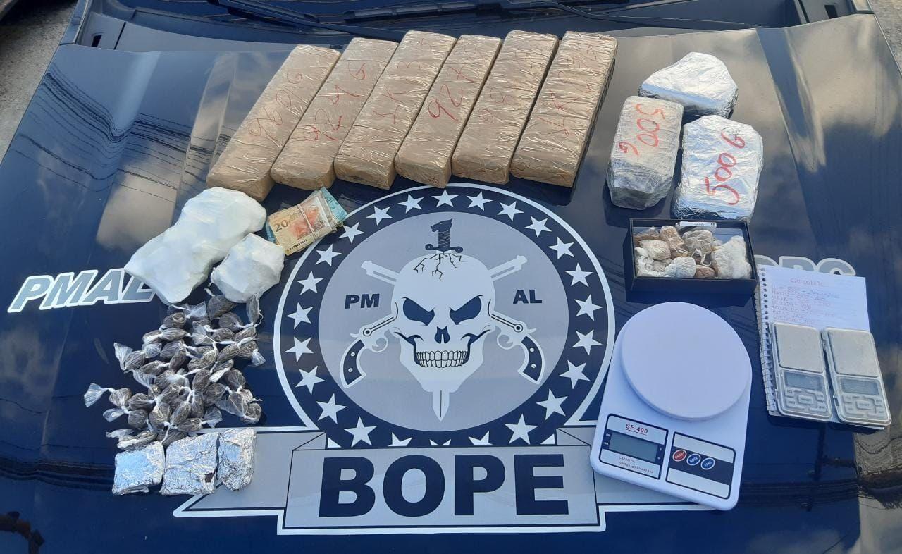 PM prende suspeito de tráfico de drogas no Vergel do Lago, em Maceió