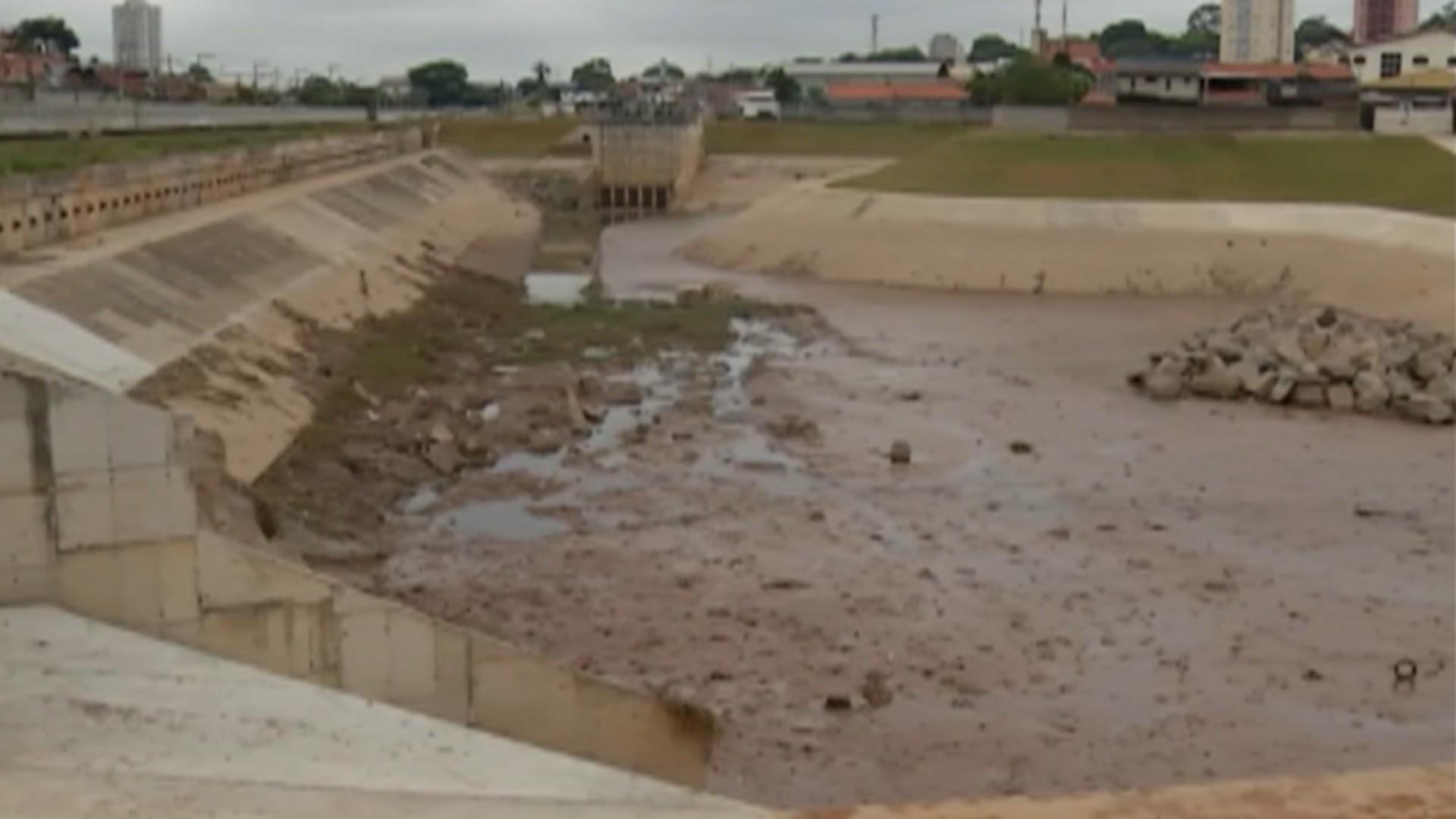 Obra atrasada do piscinão de Poá prolonga problemas de moradores do Jardim Estrela - Notícias - Plantão Diário