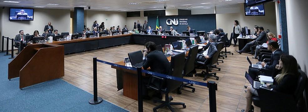 Sessão do CNJ em que conselheiros decidiram que cartórios não podem registrar como união estável as relações poliafetivas (com três pessoas ou mais) (Foto: Luiz Silveira/Agência CNJ)