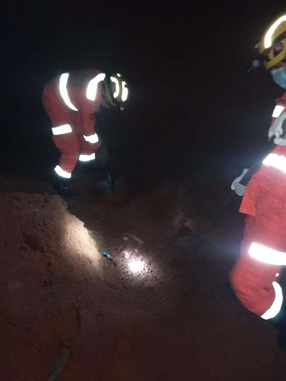 Homem morre soterrado durante escavação de terreno, em Teófilo Otoni