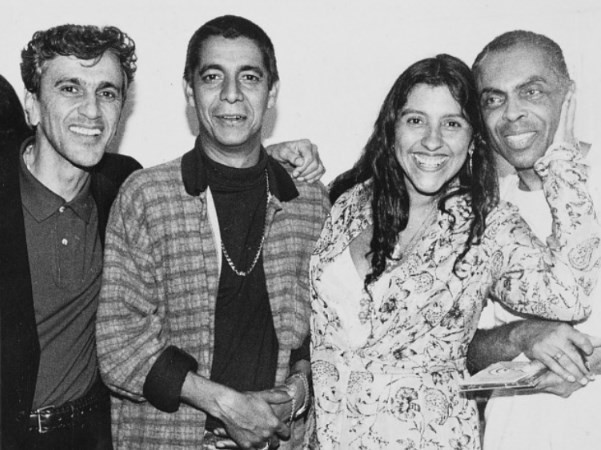 Zeca com Caetano Veloso, Regina Casé e Gilberto Gil, em 1997