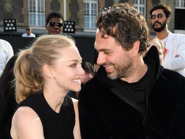 A atriz Amanda Seyfried e o marido, o ator Thomas Sadoski (Foto: Getty Images)
