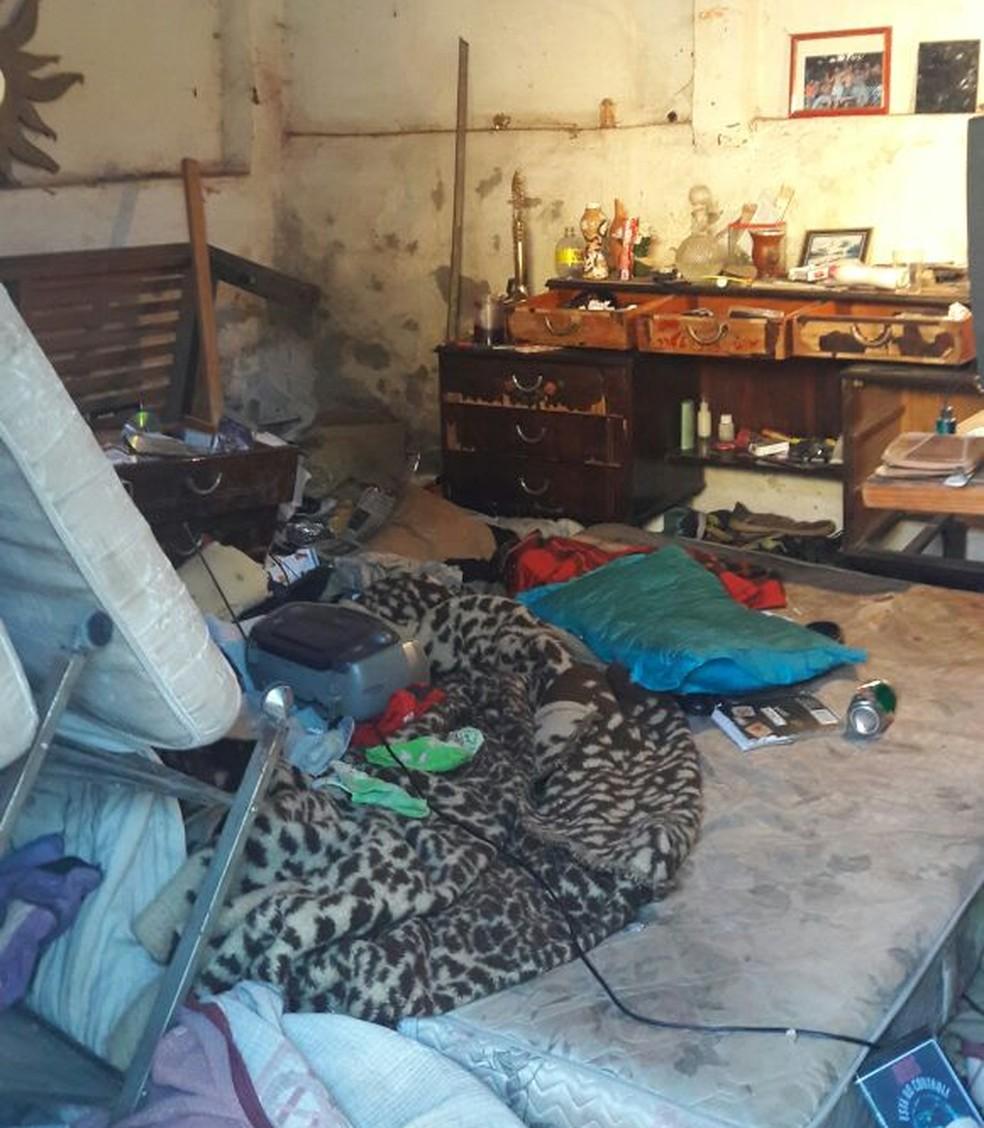Polícia encontrou cativeiro onde jovem teria sido mantida refém por criminoso em Bauru (Foto: Polícia Militar / Divulgação)