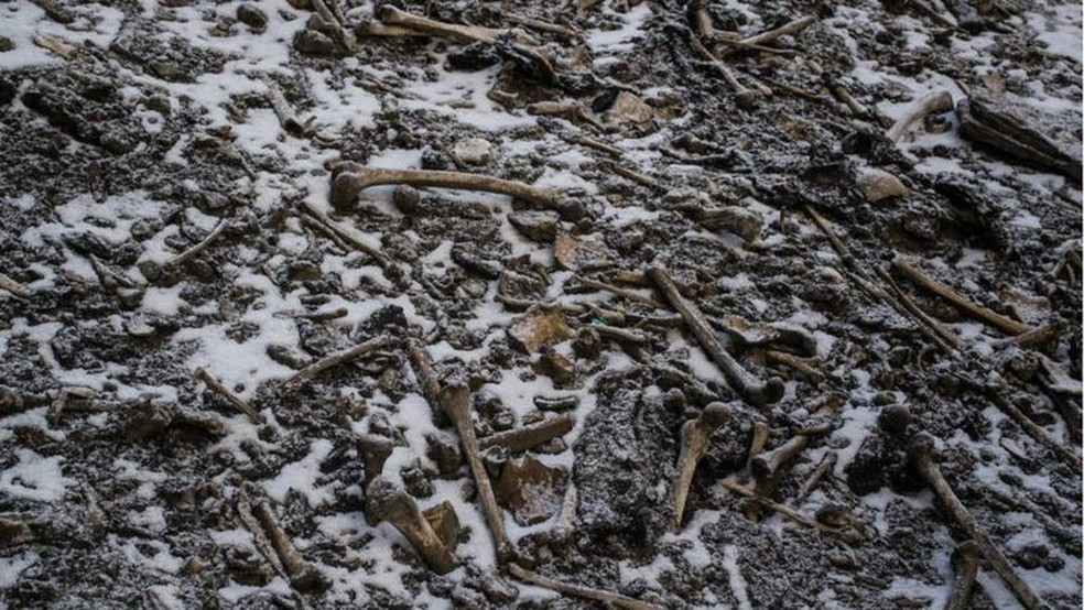 Local guarda algo entre 600 e 800 ossadas — Foto: HIMADRI SINHA ROY/BBC