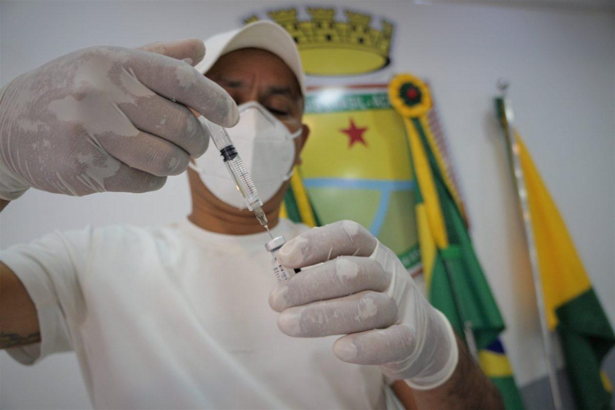 Rio Branco aplica 1ª, 2ª e dose de reforço de vacinas contra a Covid em 13 pontos nesta quinta (16)