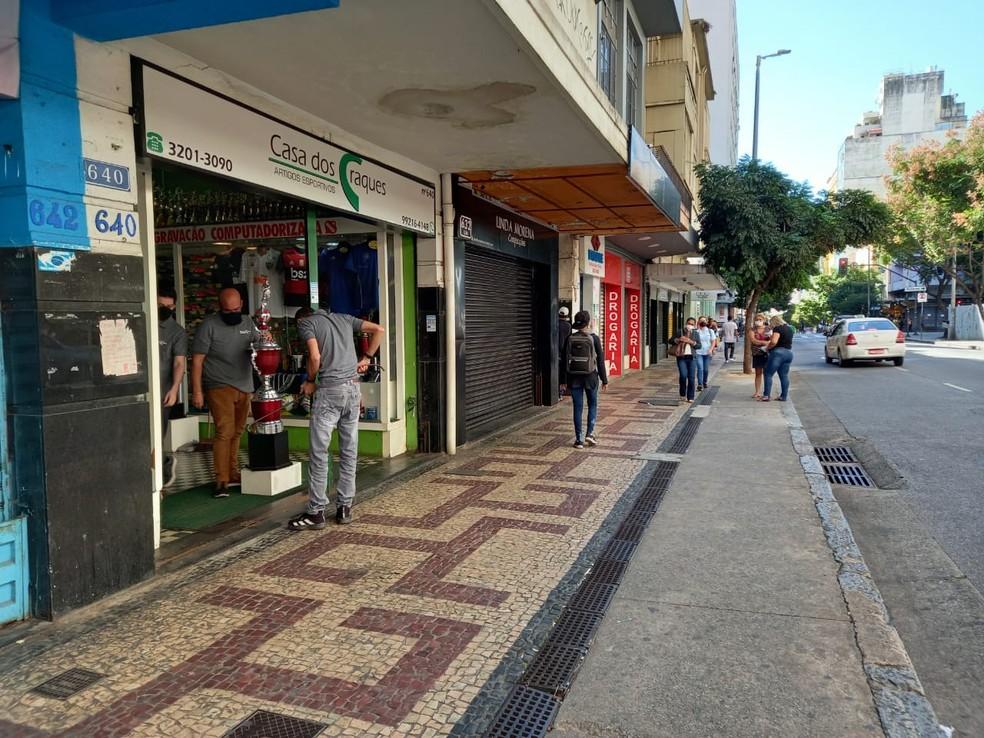 Rua dos Caetés, no Centro, é um dos principais pontos de comércio de BH — Foto: Vagner Tolendato/TV Globo