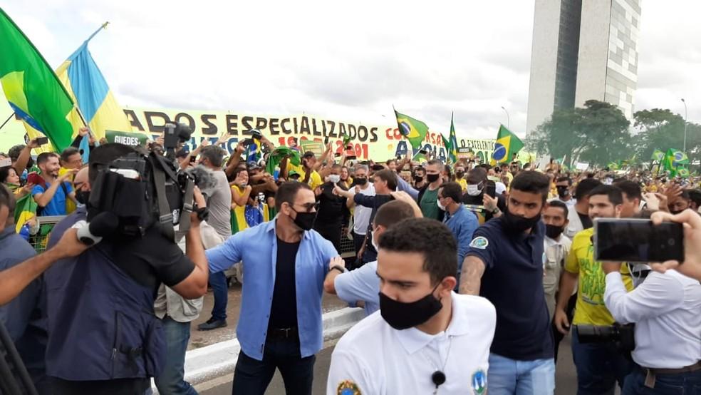 Presidente Jair Bolsonaro participa de manifestação pró-governo em Brasília — Foto: Guilherme Mazui/G1