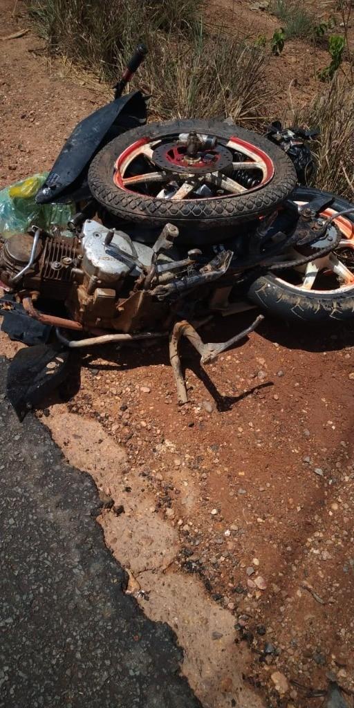 Homem conduzindo motoneta roubada morre após colisão frontal com carreta na BR-230